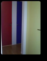 越谷市H様邸子供部屋の扉は赤、青、黄色